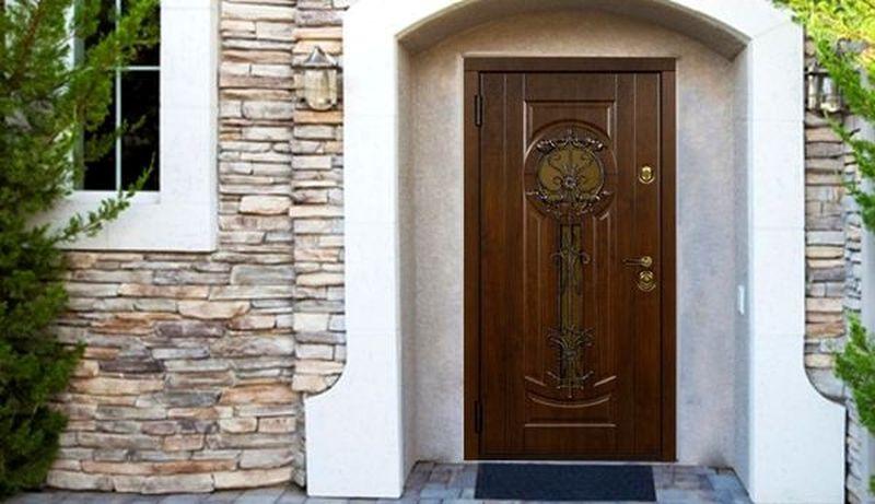 Какие металлические двери лучше для частного дома